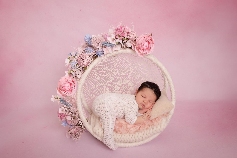 Photographe nouveau-né a Vitré photographe Tatiana Brisson à Etrelles, Vitré